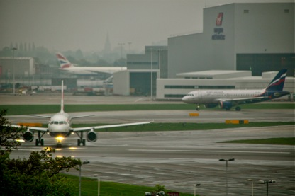 A BA A320 lines-up on Runway 27 Right