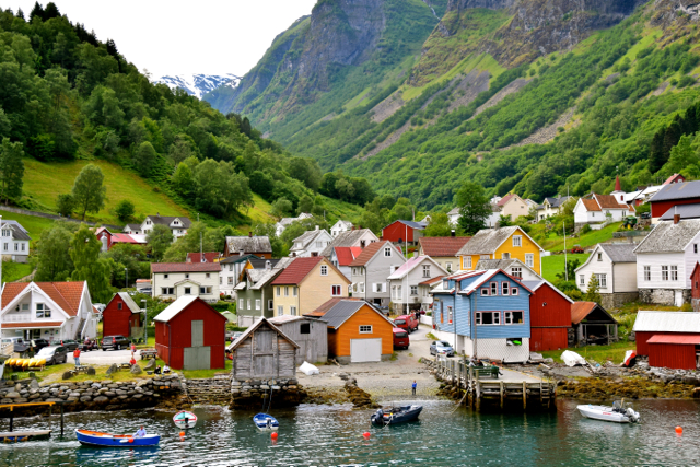 norway-fjord-village